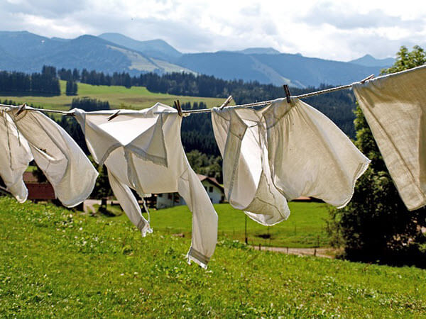 Como tirar mancha de mofo e bolor de roupa